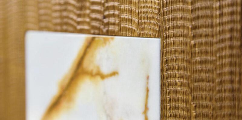 abbinare marmo e legno nel pavimento e rivestimenti