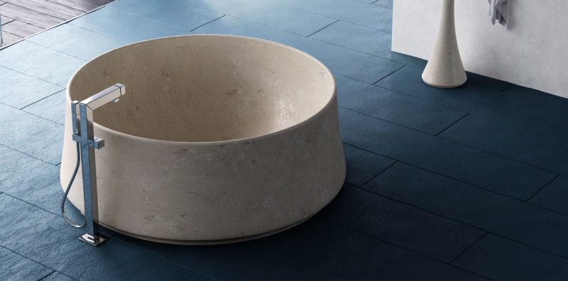 vasca rotonda in marmo chiaro