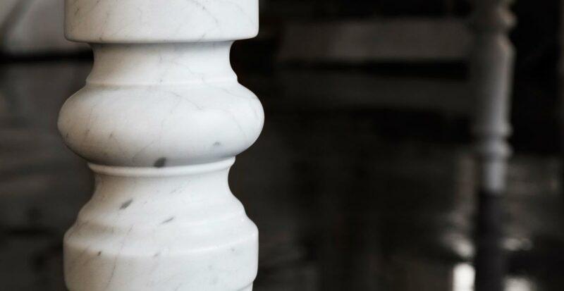 biliardo in marmo bianco carrara