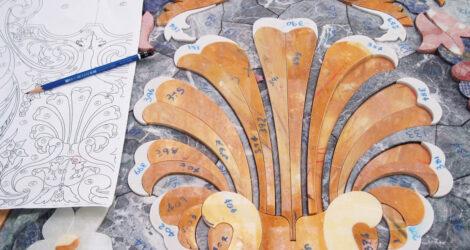 Intarsio con marmi colorati