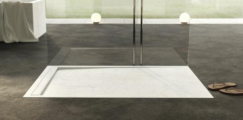 piatto doccia in marmo bianco moderno