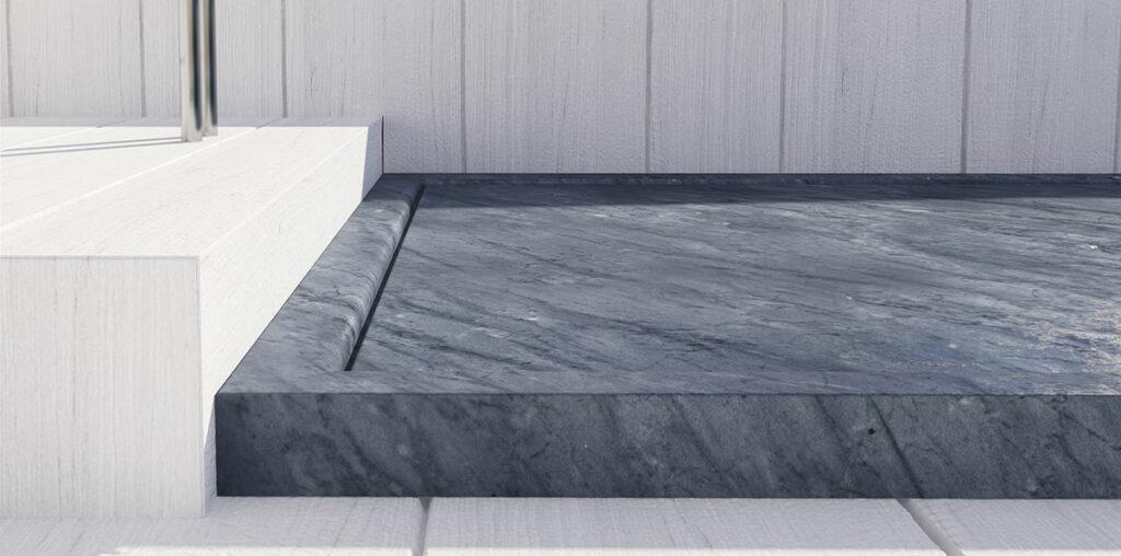 piatto doccia in marmo scuro
