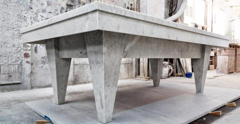 biliardo moderno e bello in marmo