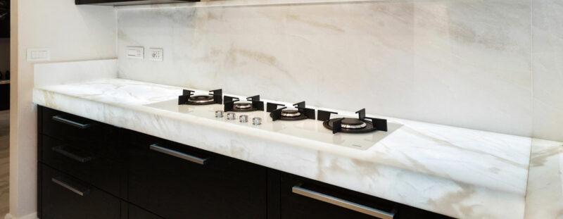 Top cucina in marmo retroilluminato