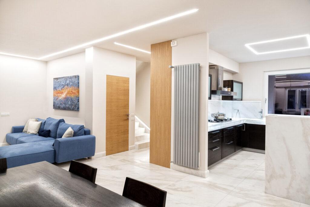 arredamento salotto scale e cucina in marmo