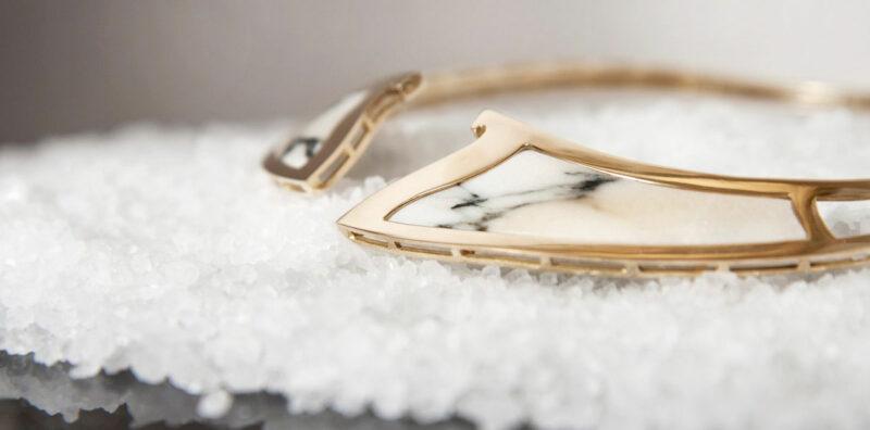 Collana in oro e marmo