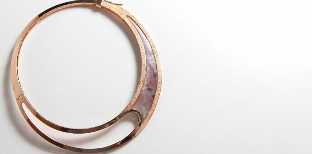 Collana in oro rosa e marmo