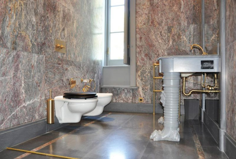 marble bathroom lining