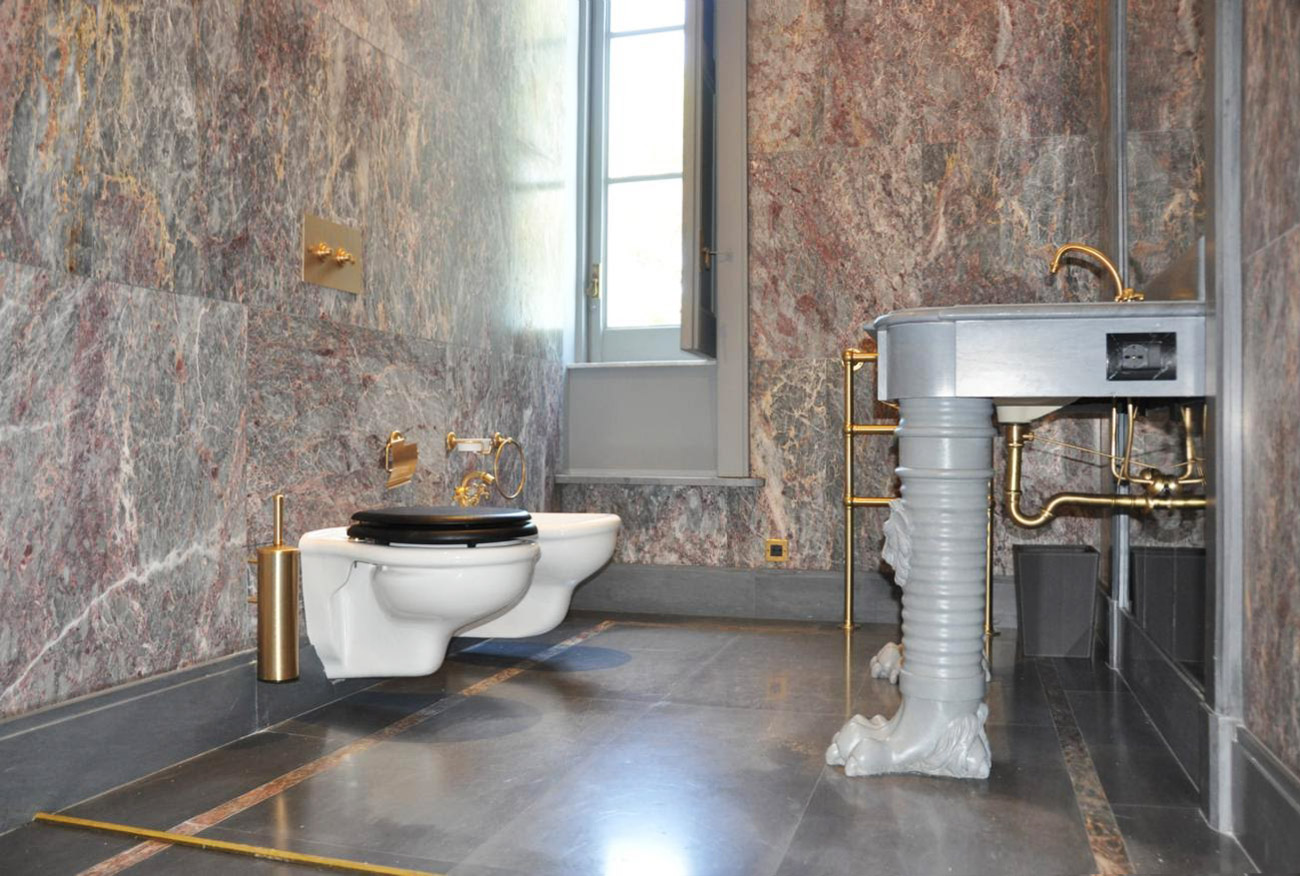 marble bathroom lining