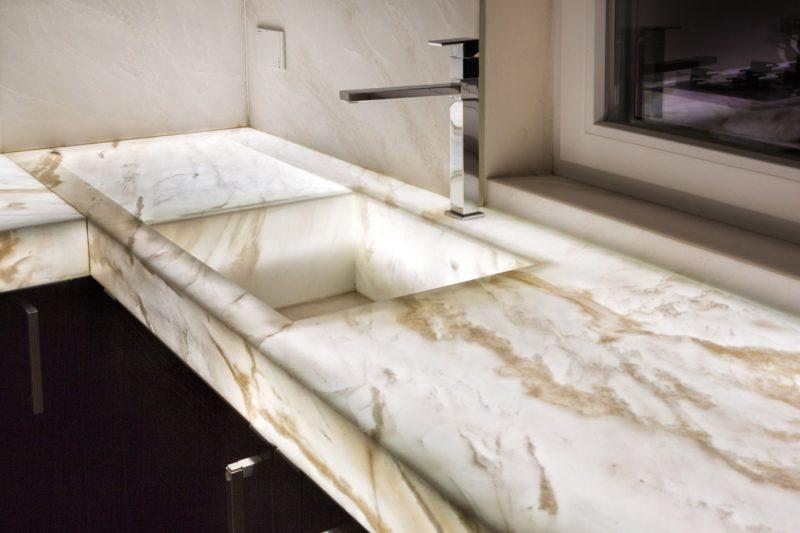 lavello in marmo retroilluminato per cucina in legno