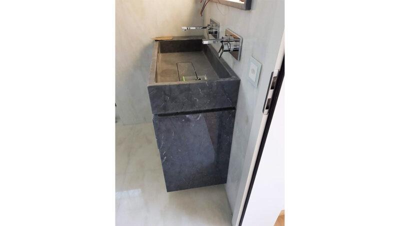 Lavandino e mobile bagno in marmo