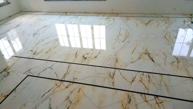 Living room flooring in open stain marble Paonazzo