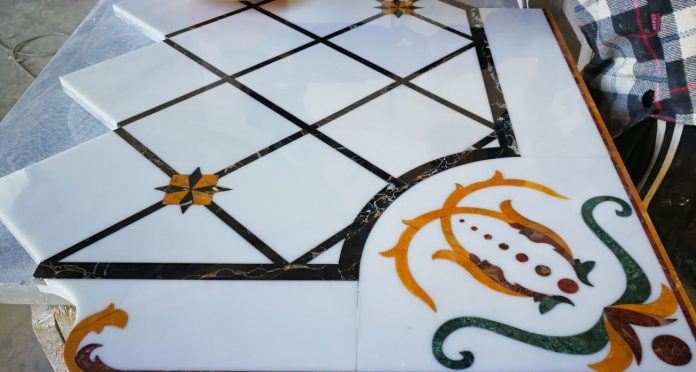 Pavimento intarsiato in marmo