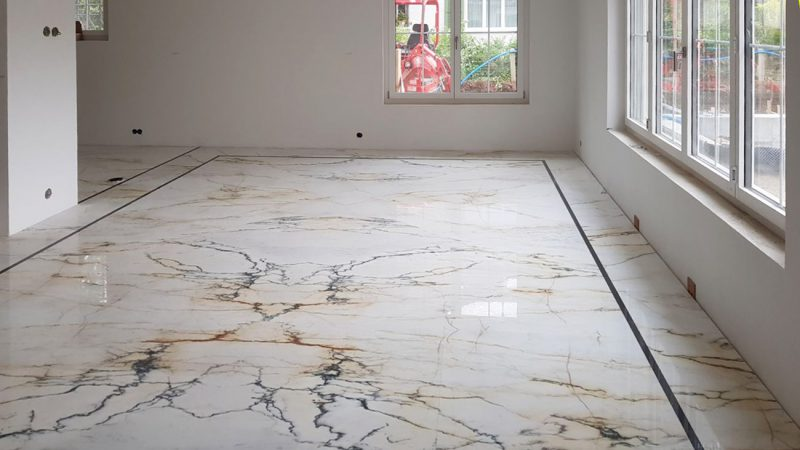 Pavimento in marmo Paonazzo con lavorazione a macchia aperta