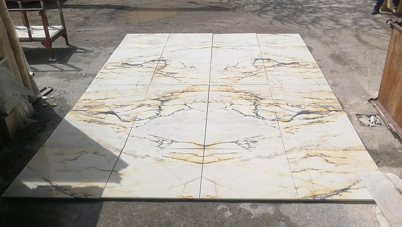 Preposta del pavimento on mattonelle in marmo Paonazzo