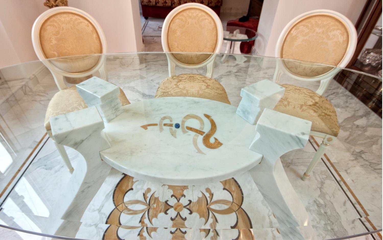 tavolo con intarsio in marmo