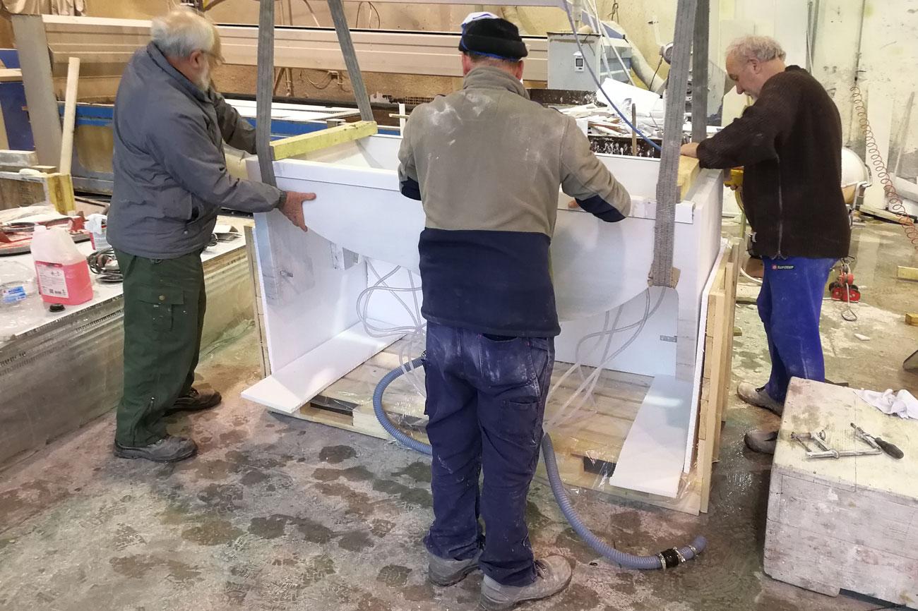 Vasca da bagno in marmo bianco Carrara con idromassaggio Onda