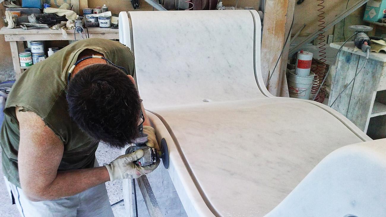 Lavorazione della nostra vasca da bagno in marmo e vetro Hydra
