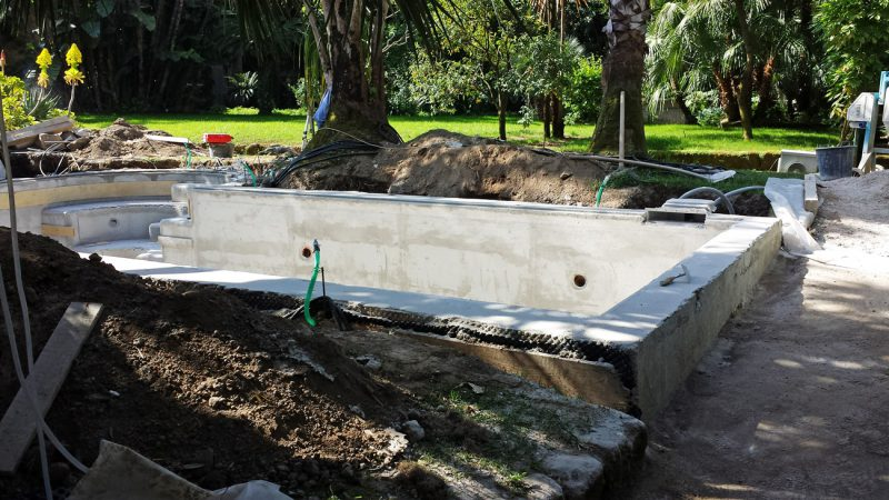Reliefs in the yard to clad the swimming pool with white statuary marble of Carrara