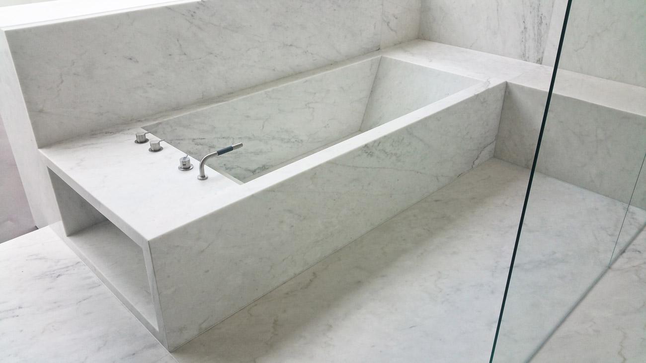 Vasca da bagno in marmo integrata