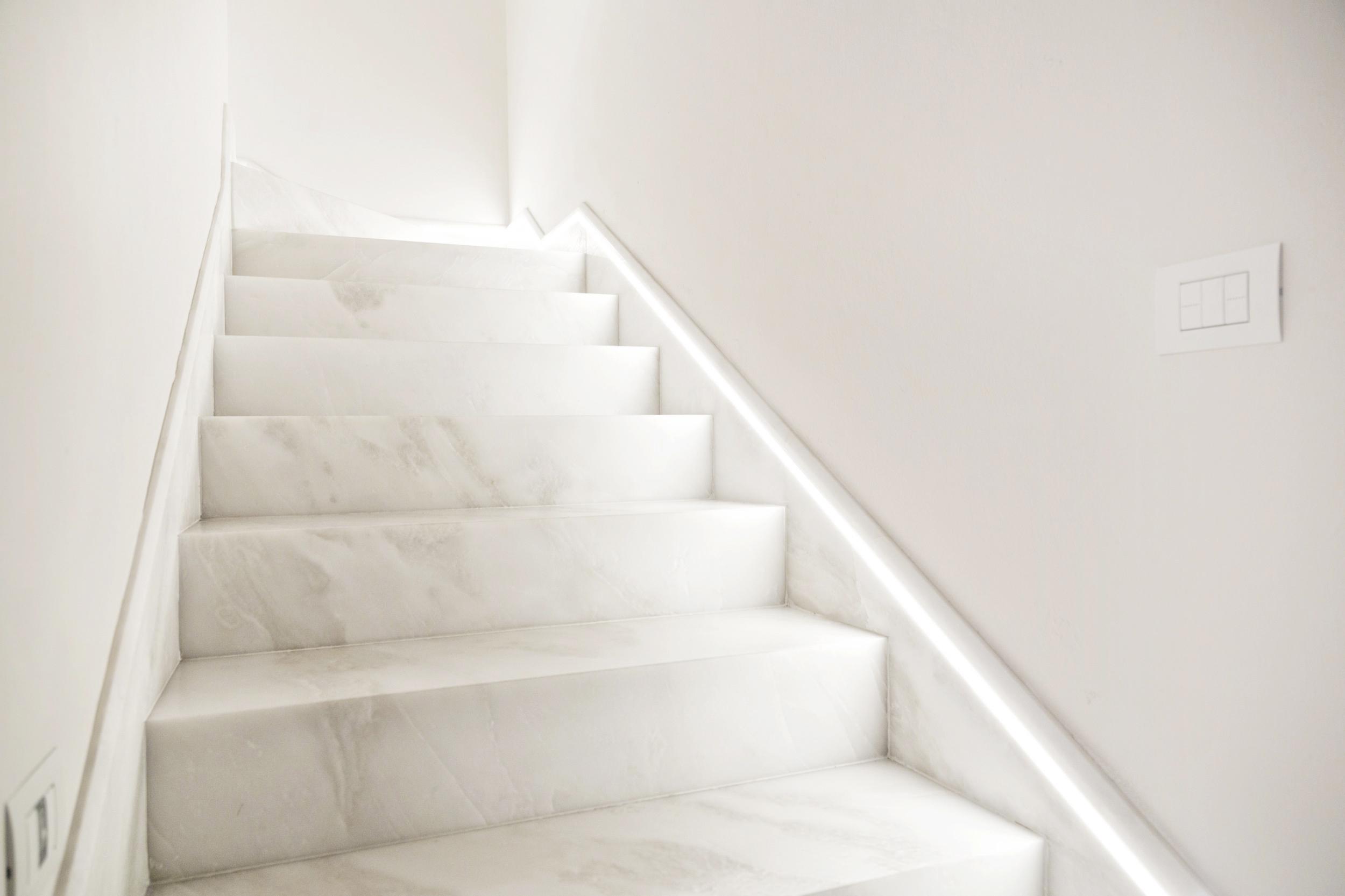 Scala In Marmo Nero scale in marmo: consigli di design per la tua casa - dedalo