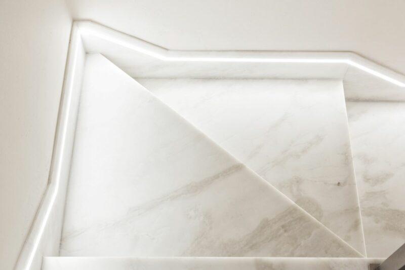 scalini in marmo bianco di carrara
