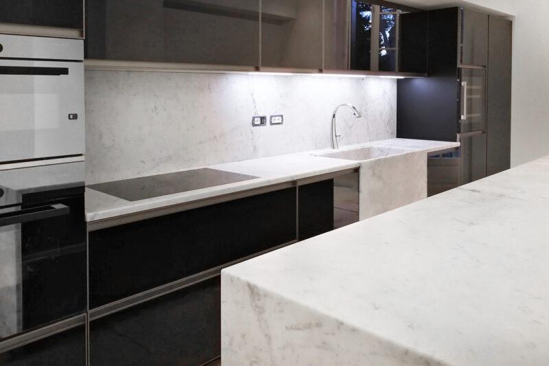Arredamento in marmo su misura cucina e bagni