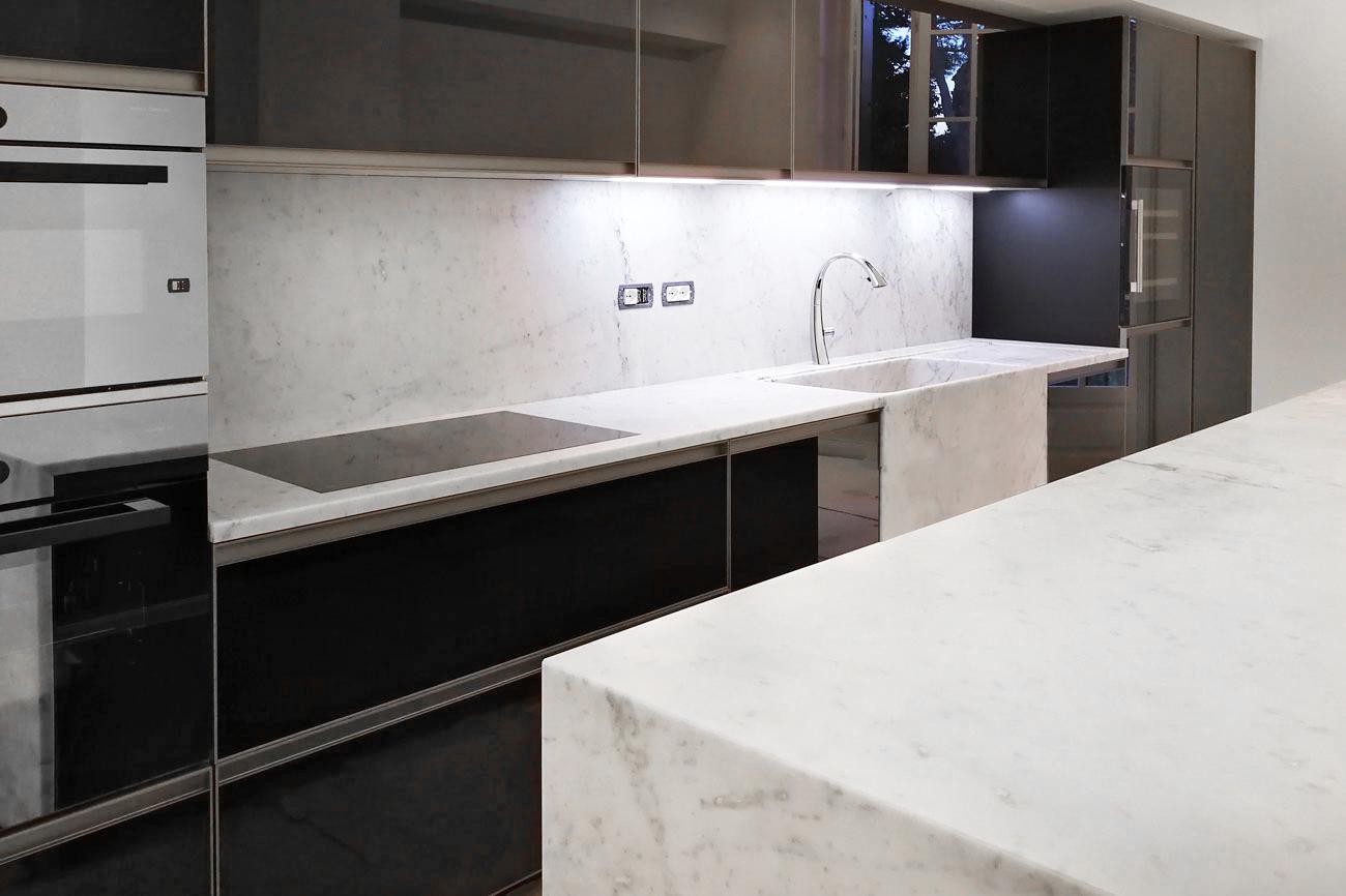 Arredamento In Marmo Su Misura In Appartamento Cucina Bagni Camino