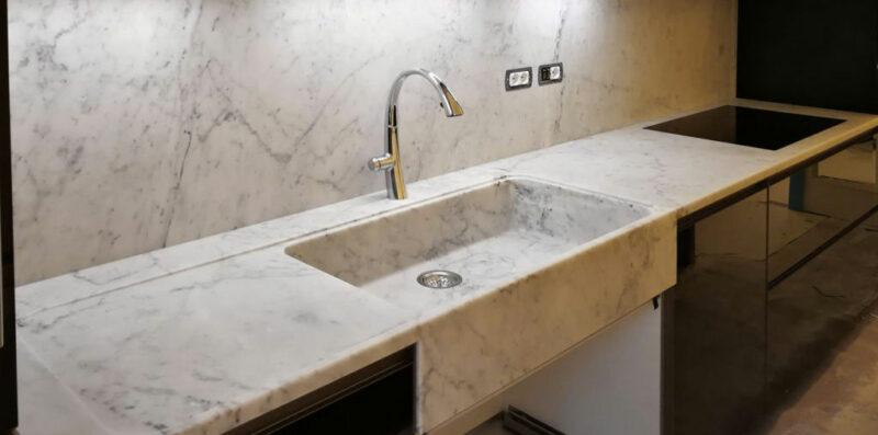 Cucina in marmo bianco di Carrara