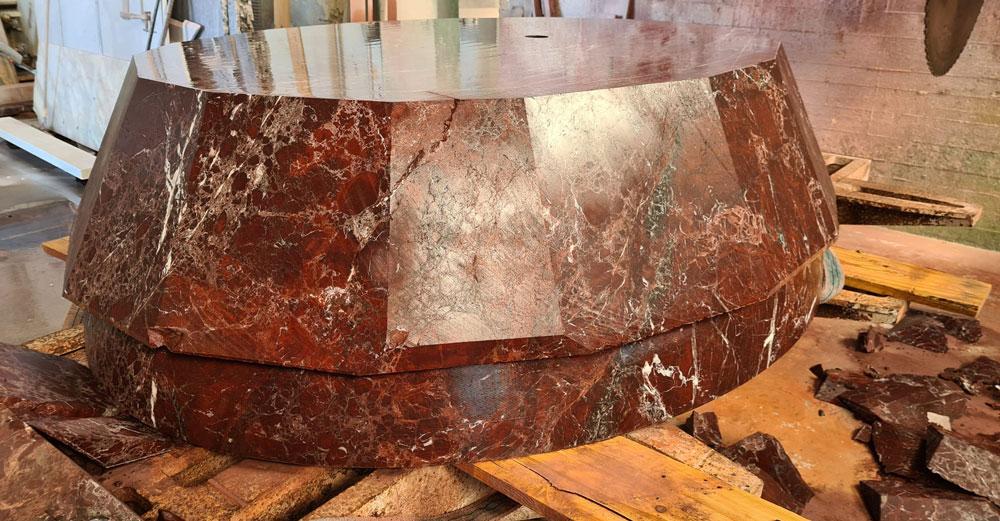 marmo rosso con vene verdi