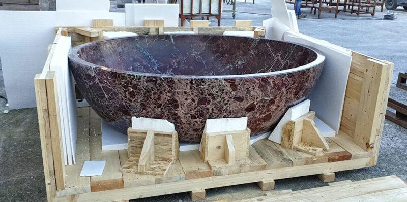 vasca in marmo rosso prodotta a Carrara